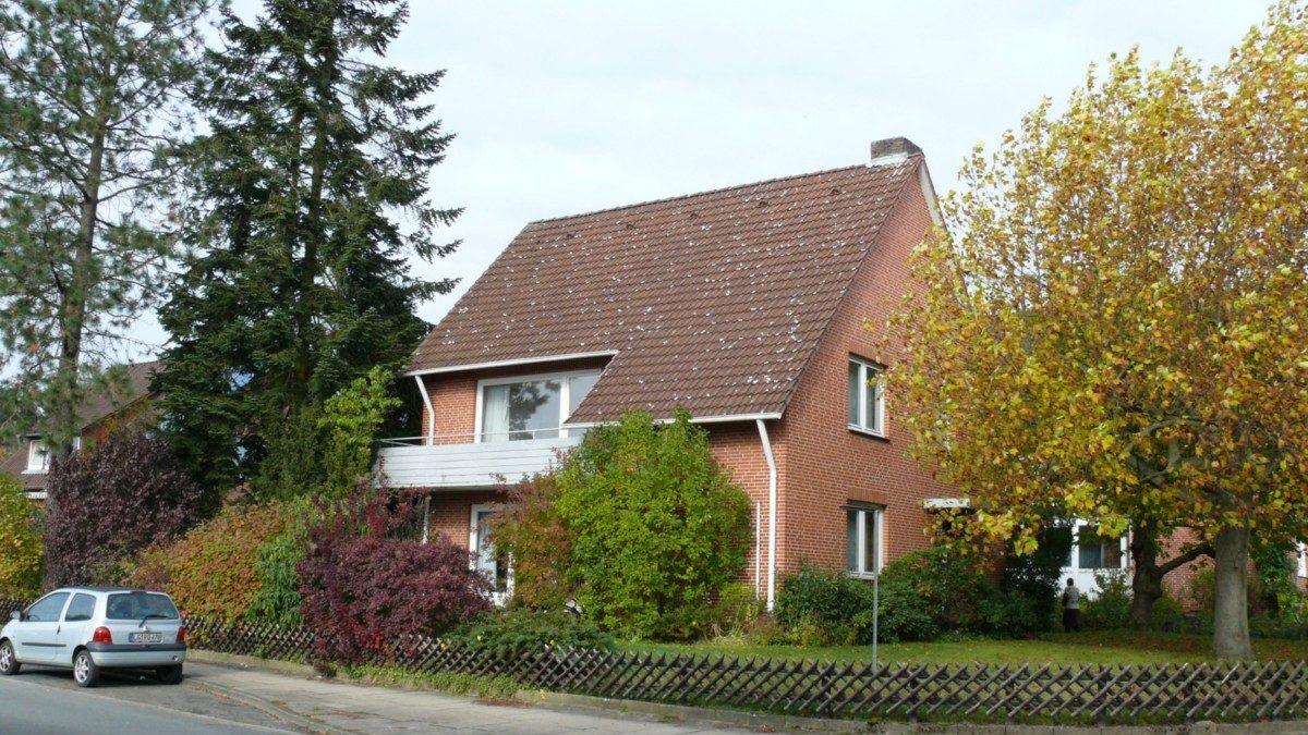 Das ursprüngliche Zweifamilienhaus aus den 1960er Jahren wird als Einfamilienhaus genutzt.
