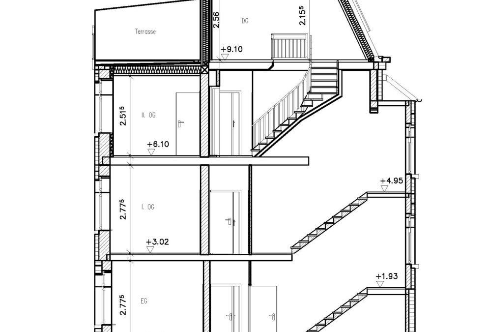 Die veränderte Dachform ermöglicht eine Nutzung der Räume im Dachgeschoss. Die Dachterrasse erhöht den Wohnwert der Maisonettewohnung.