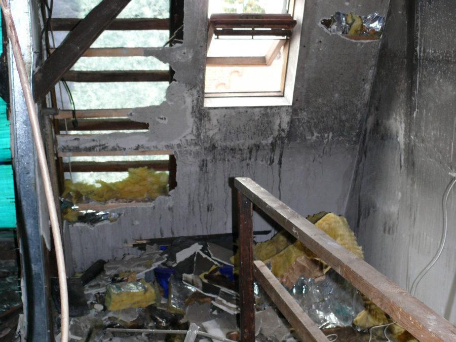 Der Zustand des Dachbodens vor der Sanierung in anderer Ansicht