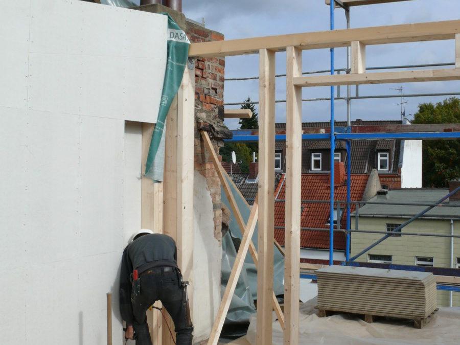 Die später großflächig verglaste Wand zur Dachterrasse