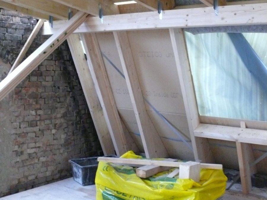 Die neue Dachkonstruktion zur Straßenseite hin