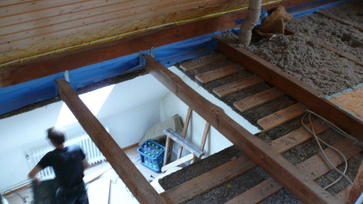 Das neue Treppenloch wird hergestellt