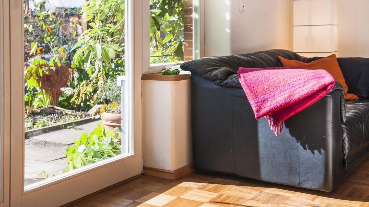 Neue Fensterteilung mit gedämmter Brüstung im Wohnzimmer.